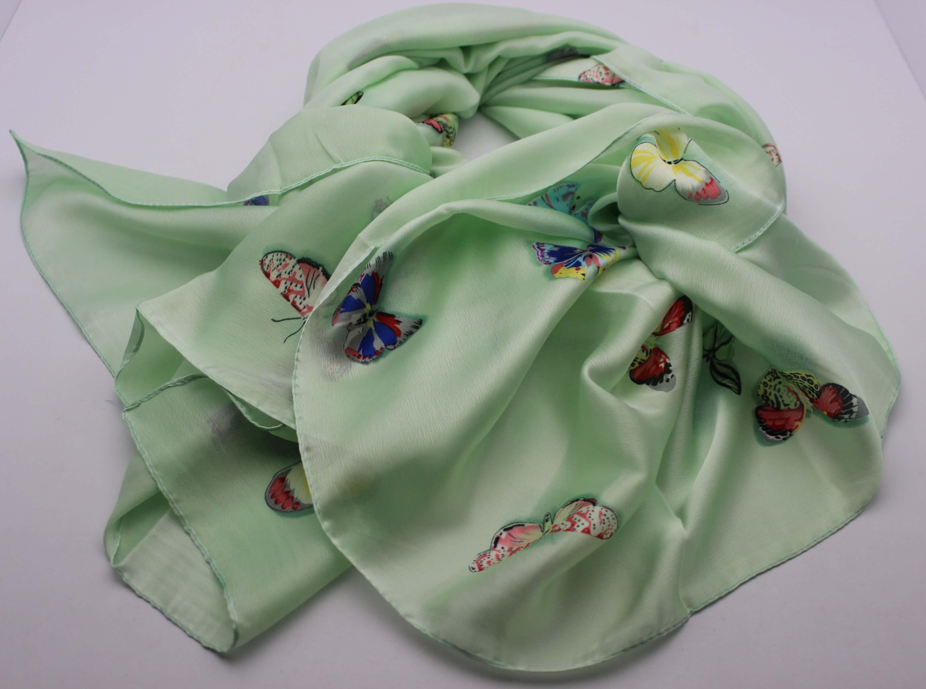 Hedvábný šátek zelený s motýlkama 02fabe7f81